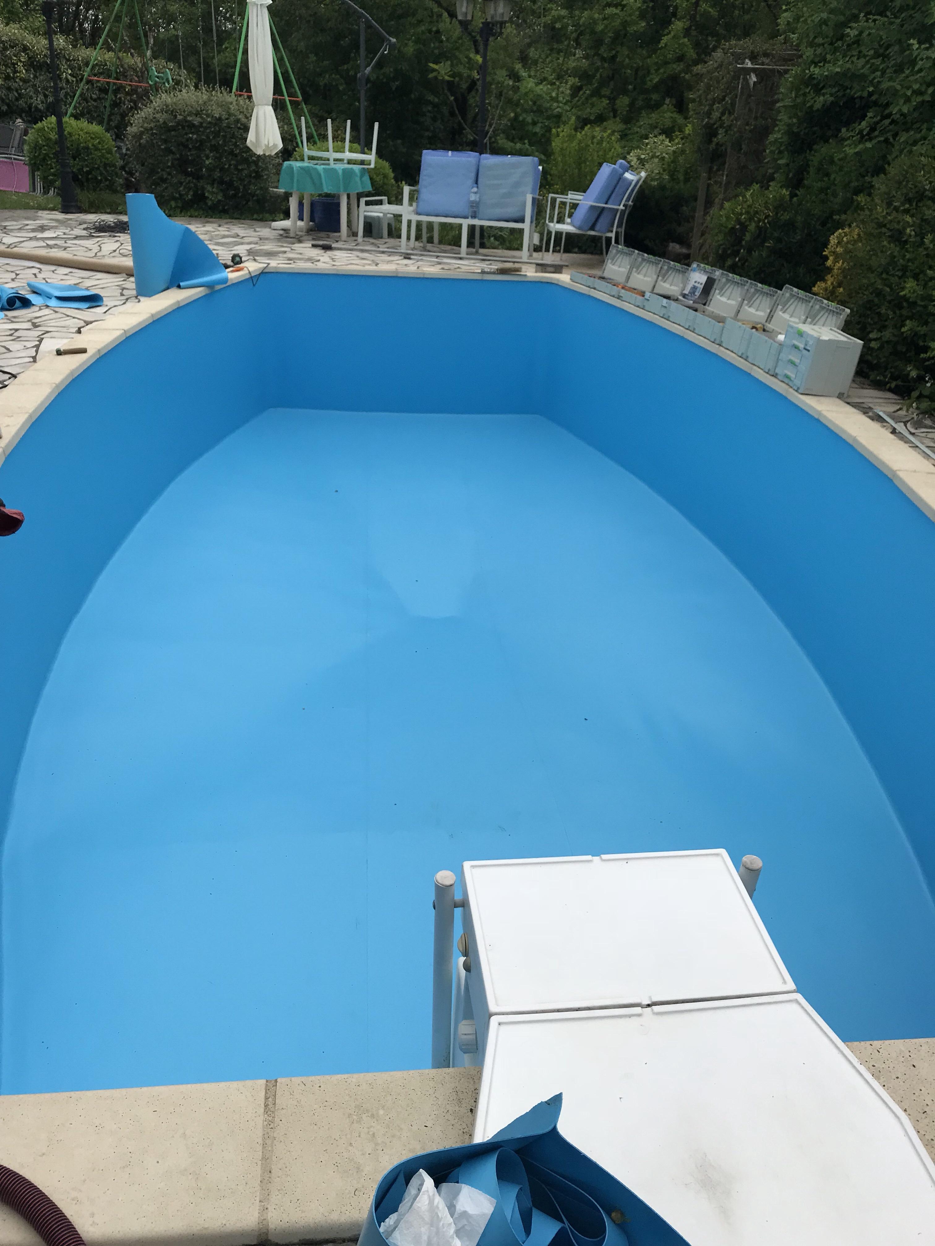 Rénovation piscine Jean DESJOYAUX fond cuillère traité en 3 bandes dans la longueur