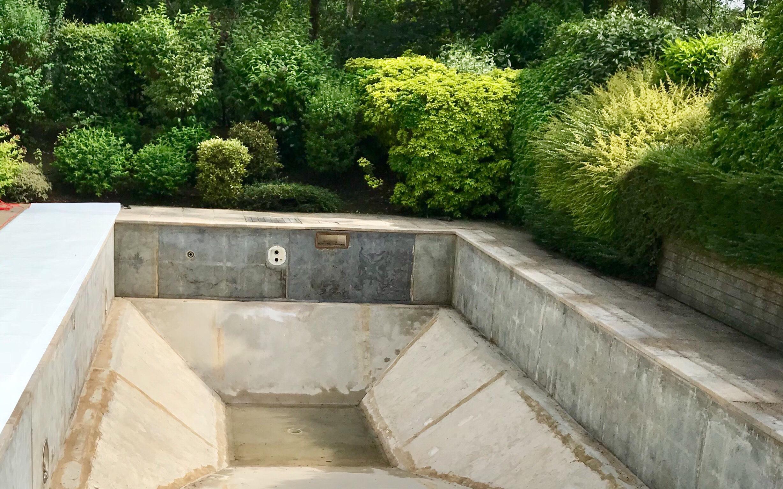 r novation piscine panneaux fond tronc de pyramide avec marche de s curit escalier d angle 3. Black Bedroom Furniture Sets. Home Design Ideas