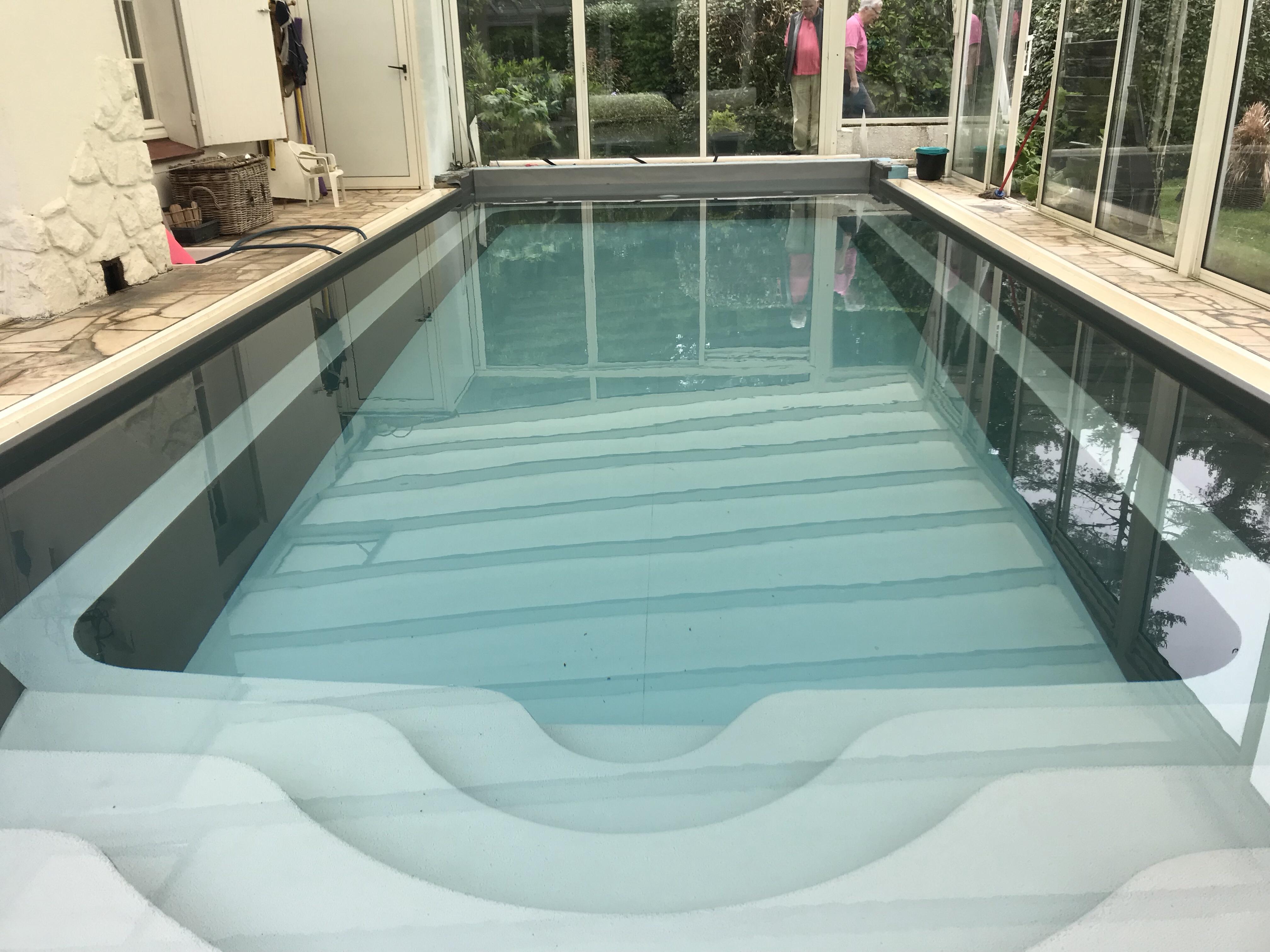 Rénovation piscine en PVC Armé Cuve en polyester de 25 ans avec escalier